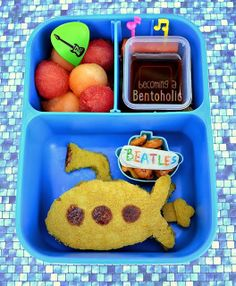 Yellow Submarine from 'Becoming a Bentoholic'...For more creative ideas for school lunches visit https://www.facebook.com/SchoolLunchIdeas