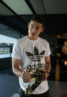 James Rodriguez Photos - Footballer James Rodriguez receives a pair of adidas adiZero boots at Real Madrid's Valdebebas in recognition of scoring the most goals during the 2014 FIFA World Cup on August 2014 in Madrid, Spain. Soccer Guys, Football Soccer, Football Players, Football Crafts, James Rodriguez Colombia, Fifa, James Rodrigez, Gabriel Jesus, Sergi Roberto