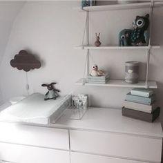 malm kommode som puslebord - Google-søgning Malm, Floating Nightstand, Floating Shelves, Nordic Home, Big Girl Rooms, Baby Bedroom, Kidsroom, Little Babies, Kids And Parenting