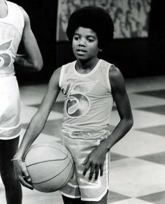 ) Michael Jackson - Cuteness in black and white ღ The Jackson Five, Jackson Family, Janet Jackson, Young Michael Jackson, King Of Music, The Jacksons, Love And Basketball, Pop, Music Love