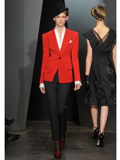See the entire collection from the Donna Karan Fall 2012 Ready-To-Wear runway show. Fashion Week, Runway Fashion, High Fashion, Fashion Show, Fashion Outfits, Fashion Design, Donna Karan, Quebec, Suits For Women