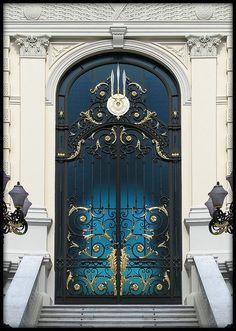 Gorgeous door, great color!