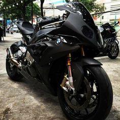 kehidupan Y/N sebagai Idol kpop dibawah naungan SM ent  langsung baca… #random # Random # amreading # books # wattpad Bmw R45 Cafe Racer, Bmw R100 Scrambler, Motos Honda, Honda Cb, Bmw Sport, Bmw S1000rr, Matte Black Bmw, Bmw Black, Moto Bike