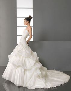 Dropped waist chapel train sleeveless taffeta charming bridal gown