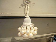 Pearl tassel Diy Tassel, Tassel Jewelry, Yarn Crafts, Diy And Crafts, Saree Tassels, Passementerie, Creation Couture, Fabric Decor, Creations