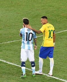 """Comentarista elogia Neymar e afirma: """"Gols foram como socos em Messi"""" #sportv"""