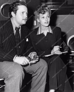photo candid Hollywood Orson Welles Rita Hayworth discussing project 2715-10