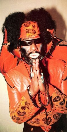 George Clinton - leader of two concurrent funk groups - Parliament and Funkadelic - with several common / interchangeable members. Music Icon, Soul Music, Bootsy Collins, Parliament Funkadelic, Funk Bands, George Clinton, Hip Hop Instrumental, Play That Funky Music, Old School Music
