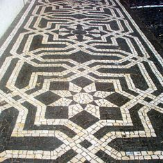 black and white - Decorative Sidewalk in Portugal - Calçada Portuguesa Mosaic Art, Mosaic Tiles, Tile Art, Portugal, Rock Pathway, Crazy Paving, Paver Designs, Paving Pattern, Pebble Floor