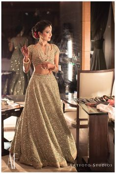 Real Indian Brides Who Wore An All-Gold Outfit On Their Wedding Golden Wedding Lehenga, Golden Lehenga, Bridal Lehenga, Bridal Outfit Indian Bridal Outfits, Indian Bridal Lehenga, Indian Bridal Wear, Indian Dresses, Indian Wear, Golden Bridal Lehenga, Bride Indian, Gold Outfit, Lehenga Designs