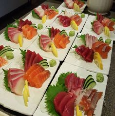 Sashimi … Sashimi More Decorating vegetables such as sashimi and favorite cub … SalmonJapanese hamachi sashimiSashimi . Sushi Co, Sashimi Sushi, My Sushi, Sushi Catering, Sushi Guide, Onigirazu, Sushi Party, Food Presentation, Food Plating