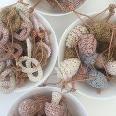 Den skønne, skønne jul er over os! Knit Christmas Ornaments, Crochet Christmas Decorations, Scandinavian Christmas, Christmas Knitting, Xmas Decorations, Christmas Crafts, Crochet Pattern Free, Crochet Patterns, Crochet Bouquet