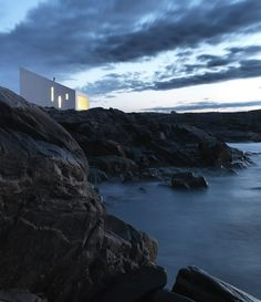 SQUISH studio, photo © Bent René Synnevåg / The Fogo Island Studios by Saunders Architecture in Newfoundland, Canada. I'm pretty new to this site, my mom's friend had one and so I thought I would give it an try. Architecture Cool, Studios Architecture, Residential Architecture, Installation Architecture, Cottage Design, House Design, Photo D'architecture, Coastal Cottage, Inspired Homes