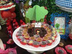Casadinho, brigadeiro e brigadeiro de churros!!! Huummm! Por Elaine Silva. @elainesilva9659  Little Red Riding Hood