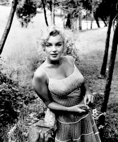 Marilyn Monroe by Sam Shaw in 1957. ❣Julianne McPeters❣ no pin limits