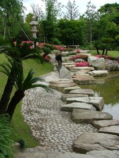 This is a path inside Tokugawaen, or the Tokugawa Gardens.