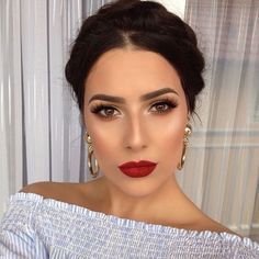 Rote Lippen, braune Augen, tolles Make-up. - - - up LippenYou can find Dupes and more on our website.Rote Lippen, braune Augen, tolles Make-up. - - - up Lippen Red Lips Makeup Look, Glam Makeup, Makeup Inspo, Makeup Inspiration, Hair Makeup, Red Lipstick Makeup, Makeup For Tanned Skin, Bridal Makeup Red Lips, Simple Bridal Makeup