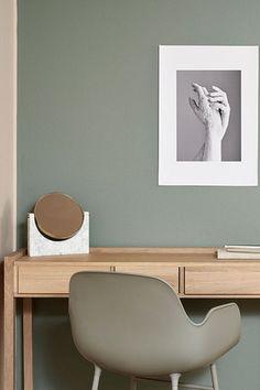 Salon - paleta Hazy, kolekcja kolorów Tikkurila Color Now 2017 Home Office Design, Home Office Decor, House Design, Office Ideas, Office Wall Colors, Desk In Living Room, Pastel Interior, Green Rooms, Paint Colors For Home