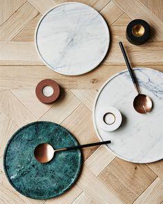 grüner marmor trend wohnen tablett kipfer holz materialien kombiniren #interiors #design #green