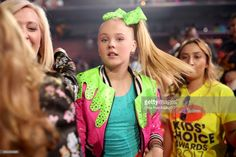Internet personality JoJo Siwa appears at Nickelodeon's 2017 Kids' Choice Awards at USC Galen Center on March 2017 in Los Angeles, California. Kids Choice Award, Choice Awards, Jojo Siwa Outfits, Real Phone, Cute Bedroom Ideas, Good Attitude, Show Photos, Dance Moms, Besties