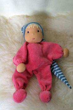 Minipüppchen für Neugeborene nach Art der Waldorfpuppe - für Neugeborere geeignet