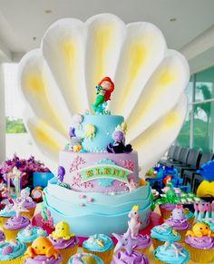 The cutest Ariel & Ursula everrrr! ✨ By Delicatesse Postres  #delicatessepostres #birthdayday #birthdaycake #dessert #postres #party #panama #bakery #fiestaspanama #cumpleaños #cake #bolos #pasteles #dulce #cakedesign #design #cakeartistry #instagramcake #celebration #littlemermaid #disneyprincess #lasirenita #littlemermaidbirthday Little Mermaid Cakes, Little Mermaid Birthday, The Little Mermaid, Instagram Cake, Ariel, Bakery, Birthday Cake, Desserts, Cakes
