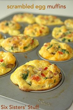 Scrambled Egg Breakfast Muffins Egg Muffins Makes 6 muffins Spray muffin pan Add any omelet fixings you want--chopped up Top with cheese Mix together in a bowl 4 eggs T baking powder T olive oil cup milk Salt n pepper Bake @ 375 for m Scrambled Egg Muffins, Omelette Muffins, Simply Yummy, Simply Filling, Breakfast Dishes, Breakfast Egg Muffins, Keto Egg Muffins, Healthy Egg Breakfast, Breakfast Recipes With Eggs