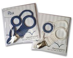 Chupetero de ganchilo hecho a mano Blanco y azul / Azul Aguantapipesde ganxet fet a mà Blanc i blau / Blau