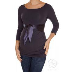 Votre ventre devient un atout, soyez fières de le montrer. Les t-shirts et hauts ajustés mettront l'accent sur votre bedaine.