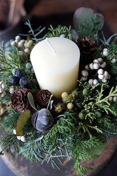 クリスマス第2弾アップしました。リース4点とアレンジ2点のアップです。  グレーやシルバーの実物を使ったリース。   ペッパーベリーとピンクのリ...