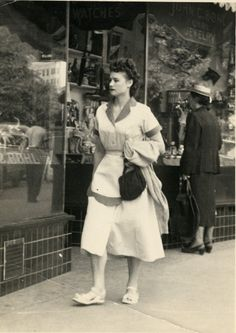 waitress for the Dutch Treat Cafe in the Majestic Hotel 1940s Fashion, Vintage Fashion, Staff Uniforms, Women In History, Photo Archive, Vintage Images, Old Photos, Street Photography, The Past