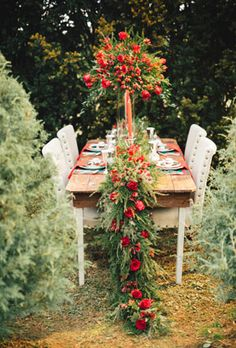 gorgeous red table runner for woodland weddings