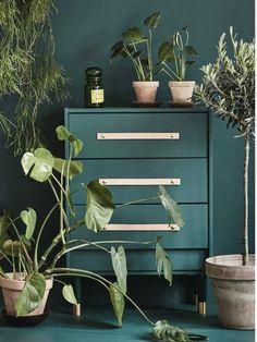 Ikeas billigste kommode kan med maling, nye greb og ben blive til et helt andet møbel. Vi har forvandlet én kommode i fire forskellige look. Hvilken er din favorit?