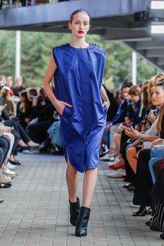 IMRECZEOVA SS18 blue shirt dress with quilted front 60 Degrees, Blue Shirt Dress, Runway, Shirts, Dresses, Fashion, Cat Walk, Vestidos, Moda