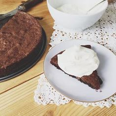 Sticky chocolate cake | An everyday favorite in many Swedish households, this sticky chocolate cake will rock your world!