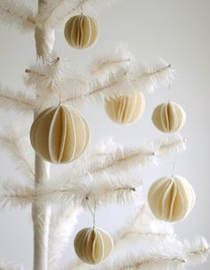 Felt Snow Ball Ornaments - the purl bee