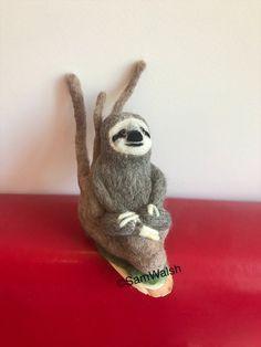 Needle Felted Sloth. Felted sloth. Handmade Sloth. Ornamental   Etsy Needle Felted Animals, Felt Animals, Needle Felting, Cute Baby Sloths, Cute Sloth, Pictures Of Sloths, Crochet Sloth, Felt Gifts, Baby Lovey