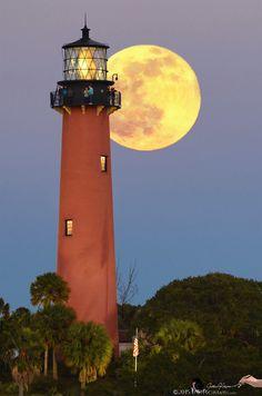 Full moon rising over Jupiter lighthouse. - Florida