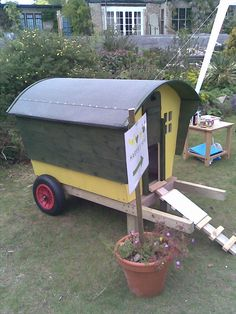 Cute little chicken coop - looks easy to make!