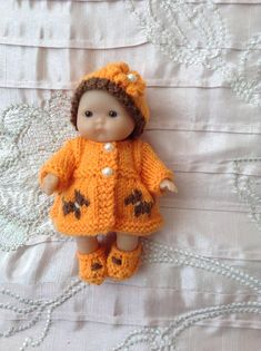 Hand knitted dolls clothes to fit 5 Berenguer baby