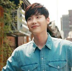 Cosita linda 😘🤗 Lee Jong Suk Hot, Lee Jung Suk, Asian Actors, Korean Actors, Lee Jong Suk Wallpaper, Natural Hair Men, Uncontrollably Fond, Doctor Stranger, The Moon Is Beautiful