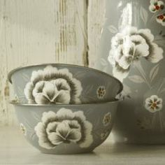 This elegant Fleur floral design is hand painted in Kashmir, this pretty design will be sure to brighten up any table or shelf.These items are Fair Trade.Made from food safe stainless steel.Hand wash only.Diameter 12cmHeight 5.5cm
