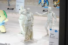 """Relax time from WF2015 WINTER in Tokyo: There's three figma figure models, a """"Venus de Milo"""" statue, a fully movable """"Venus de Milos"""", and can't no longer sit Rodin's """"The Thinker"""". あの「ミロのヴィーナス」になんと腕が生えてfigma化、まさかの全身フル可動に - GIGAZINE( http://gigazine.net/news/20150208-venus-de-milo-wf2015w/ )"""