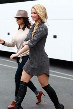 Shakira Shakira, Celebrities, Sweaters, Dresses, Fashion, Templates, Ballerinas, Vestidos, Moda