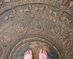 Moonstone de Polonnaruwa, Sri Lanka Buddha Sculpture, Temple Architecture, Buddha Painting, Annie, Ceiling Medallions, Incredible India, Ancient Art, Clay Art, Sri Lanka