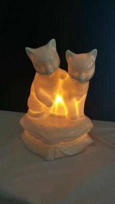 1592. VINTAGE PORCELAIN CATS WHITE NIGHT LAMP | eBay