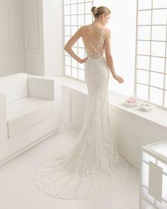 Naturfarbenes Kleid aus Spitze und Chantilly mit Tüll in Nude-Ton (auch in naturfarben erhältlich).