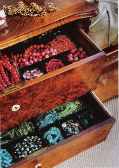 Jewelry Storage Ideas - How to keep all organized to make it easy to use!