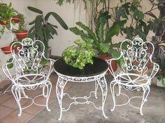 Wrought Iron Garden Furniture, Iron Patio Furniture, Outdoor Furniture Sets, Antique Sewing Machines, Outdoor Chairs, Outdoor Decor, Iron Gates, Furniture Arrangement, Interior Styling