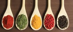 Sabrosas y muy saludables: diez hierbas aromáticas que no deben faltar en tu cocina En la cocina un pequeño matiz puede mejorar enormemente un plato. Te mostramos una serie de especias que te ayudarán a triunfar como chef